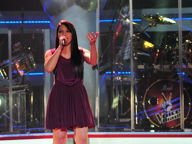 Eloisa Olinto canta 'Cabide', música de Ana Carolina, no palco do The Voice Brasil (Foto: The Voice Brasil / TV Globo)