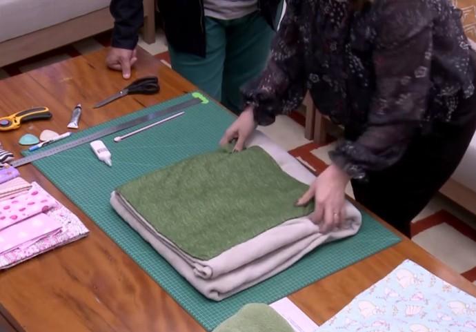 Confira a almofada que pode ser transformada em cobertor (Foto: TV Globo)