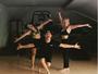 Fernanda Souza e Ludmila Dayer malham enquanto dançam Chiquititas