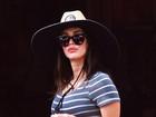 Megan Fox, grávida pela 3ª vez, vai com marido e filhos à Disneylândia