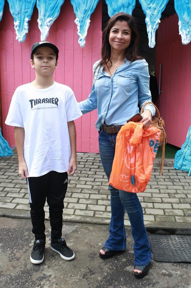 Anna Lima e o filho (Foto: Dilson Silva/ Agnews)