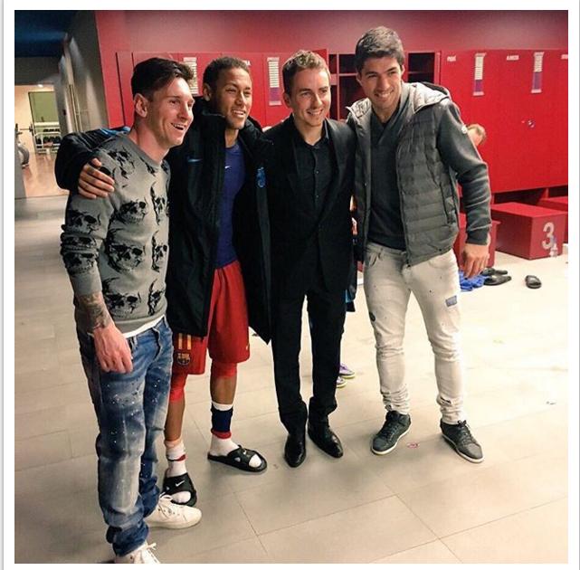 BLOG: Craques do Barça recebem visita de tricampeão da Moto GP após goleada