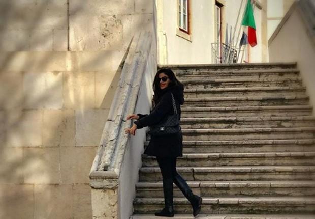 Vanessa Giácomo em escadarias de Lisboa (Foto: Reprodução/Instagram)