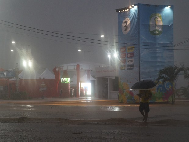 Fifa Fan Fest Natal - chuva - sábado (Foto: Augusto Gomes)