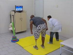 Homem teve uma perna amputada depois de sofrer um acidente (Foto: Reprodução/TV Tem)