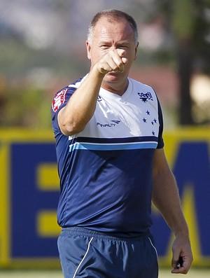 T�cnico Mano Menezes est� de volta ao comando do Cruzeiro: