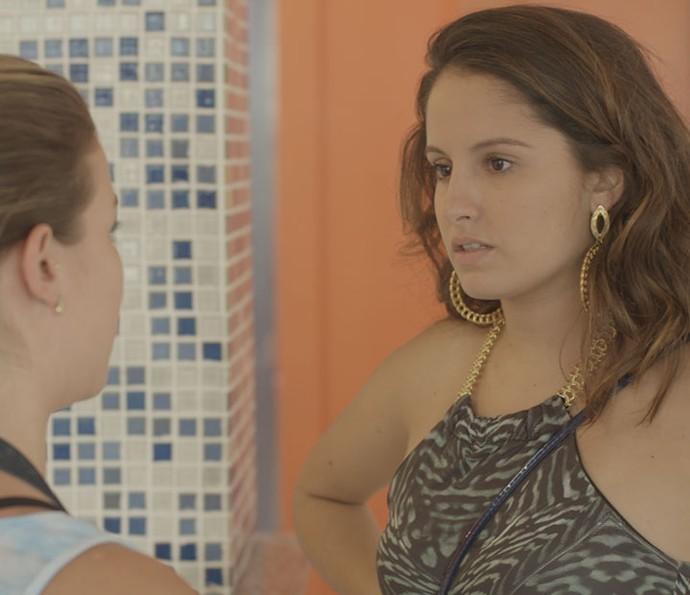Nanda diz a Jéssica que pode desistir de entrar no reality por causa de Filipe (Foto: TV Globo)