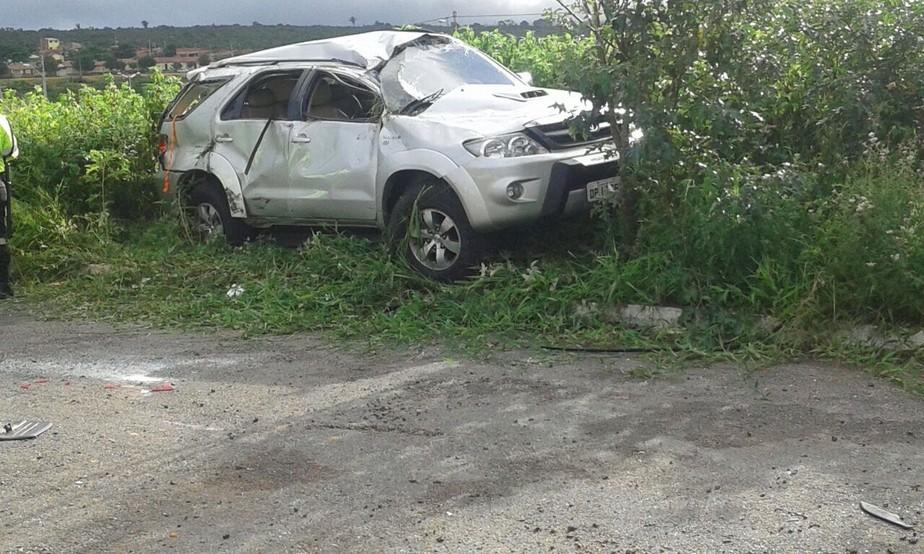 Mulher morre e outra fica ferida em acidente entre dois veículos no Ceará