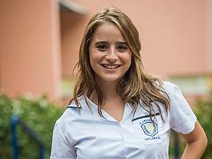 Manuela Llerena é Camila, aluna do Colégio Leal Brazil, na nova temporada de Malhação (Foto: João Cotta / TV Globo)