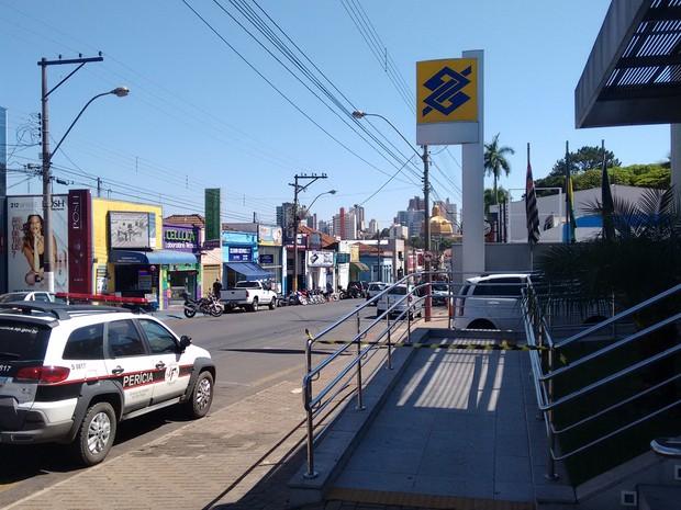 Suspeitos levaram todo o dinheiro do cofre da agência em São Carlos, Banco do Brasil (Foto: João Furlan/EPTV)