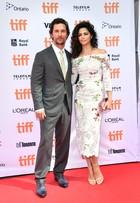 Camila Alves rouba a cena ao lado de Matthew McConaughey em evento