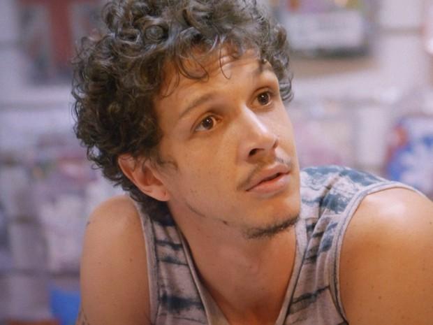 Elivaldo não esconde o orgulho que está sentindo da ex (Foto: Império / TV Globo)
