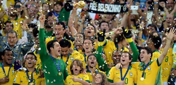 Brasil goleia, acaba com a invencibilidade da Espanha e é tetracampeão (AFP)