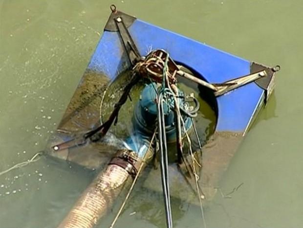 Cabos de bomba de captação de água foram furtados (Foto: Reprodução/ TV Gazeta)