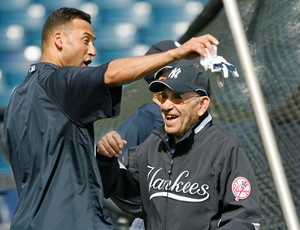 Derek Jeter e Yogi Berra: duas lendas dos Yankees (Foto: AP Foto/Kathy Willens)