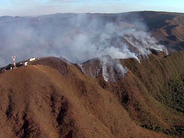 Incêndio pode ser controlado nesta quarta-feira  (Foto: Edvaldo/Divulgação)