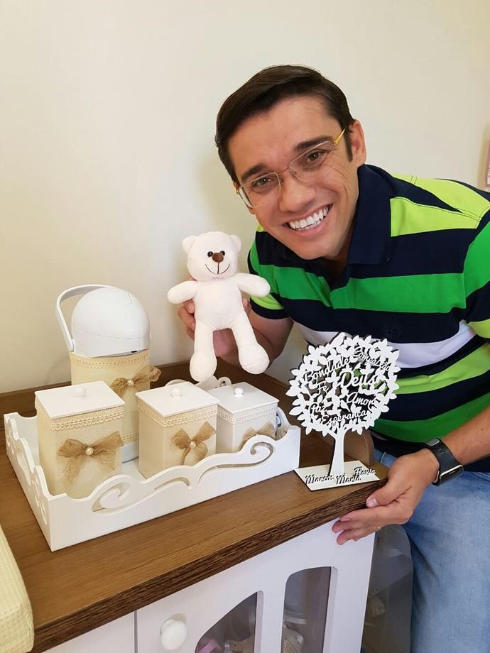Detalhes da decoração, que conta com ursinhos e laços! (Foto: Arquivo Pessoal  / Marcos Paiva)