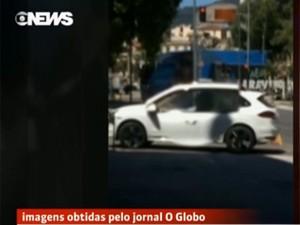 Juiz Flávio Roberto de Souza, que conduz processos contra Eike, foi flagrado dirigindo carro do empresário apreendido pela Polícia Federal (Foto: Reprodução / Globo News)