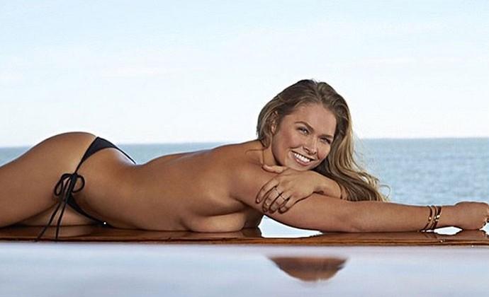Ronda Rousey ensaio na revista Sports Illustrated UFC MMA (Foto: Reprodução / Instagram)