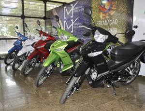 Motos sorteio Corrida de Reis (Foto: Robson Boamorte/GLOBOESPORTE.COM)