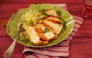 Peito de frango grelhado com cuscuz de couve-flor