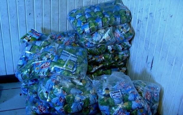 Leite era um dos alimentos armazenado incorretamente  (Foto: Reprodução Rede Amazônica/AC)