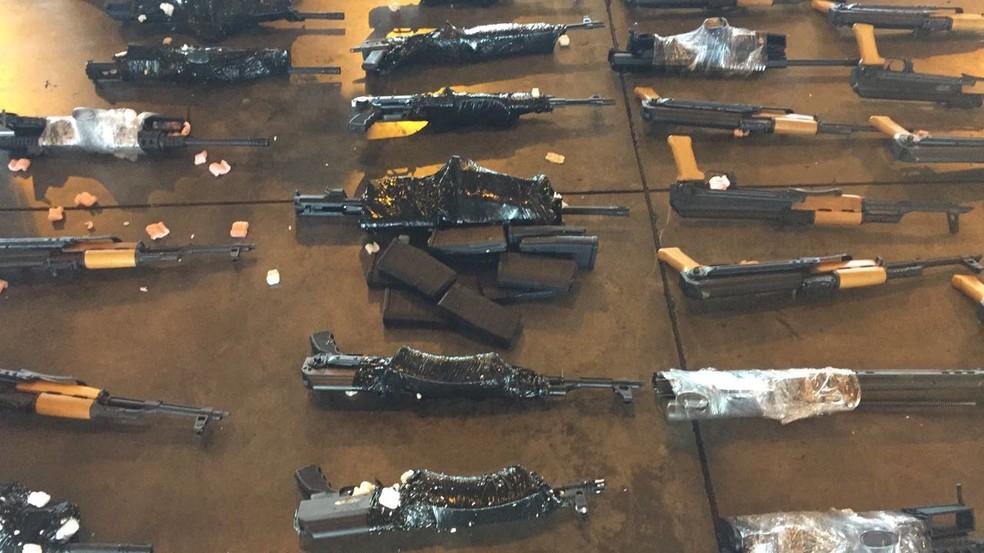Algumas das armas estavam embaladas (Foto: Divulgação)