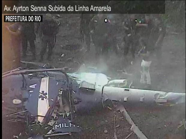 Helicóptero da PM do Rio cai e quatro policiais morrem (JN) (Foto: Globo)