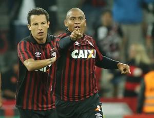 walter gol atlético-pr tupi copa do brasil (Foto: Giuliano Gomes/PR Press)