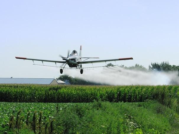 Dos 50 agrotóxicos mais utilizados no Brasil, 22 não são mais usados na Europa e Estados Unidos (Foto: Thinkstock/Getty Images)