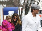Gisele Bündchen passeia com a filha e chama atenção por semelhança