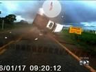 'Susto', diz autor do vídeo em que passageiro 'voa' de veículo e sai vivo