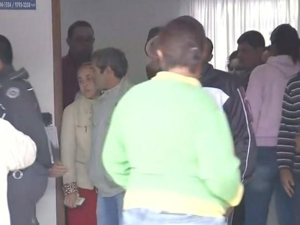 Corpo de menino está sendo velado em Iacanga (Foto: Reprodução / TV TEM)