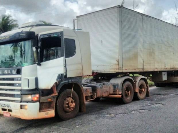 Polícia recuperou carga de 23 toneladas de café (Foto: Divulgação/PRF)