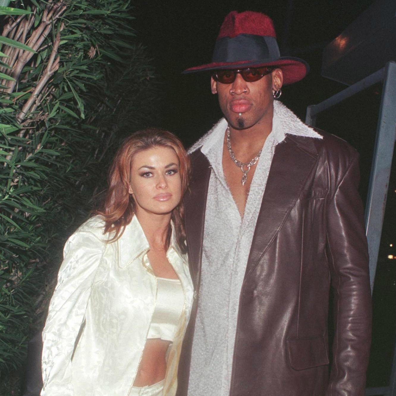 A atriz e modelo Carmen Electra, de 41 anos, se casou em novembro de 1998 com o astro do basquete Dennis Rodman, de 52. Após nove dias, ele decidiu pedir a anulação do casamento, alegando estar bêbado na cerimônia, mas acabou mudando de ideia. No fim, foi Electra quem pediu o divórcio, seis meses depois. (Foto: Getty Images)