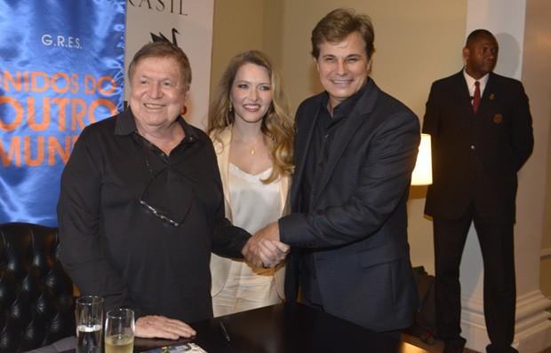 Boni posa com Edson Celulari e a namorada do ator, Karin Roepke (Foto: Fabio Cordeiro/QUEM)