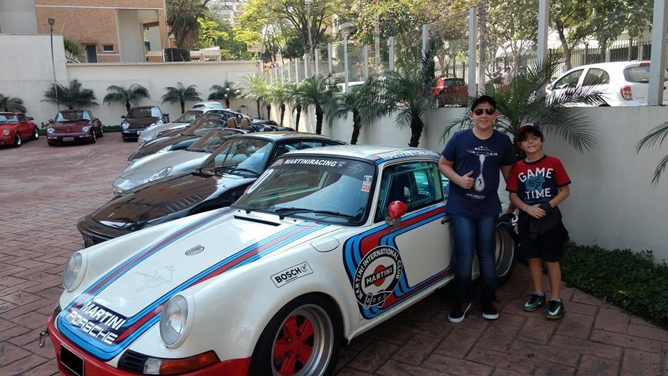 Porsche 911 Martini Race e os pequenos fans da marca (Foto: Divulgação/Porsche Talk Brasil)