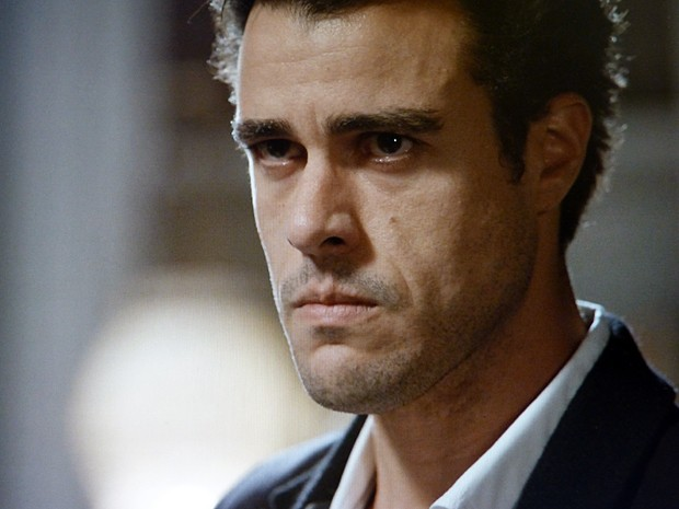 Enrico pressiona o pai (Foto: Império/TV Globo)