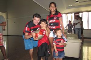 Família torce para o Flamengo em Juazeiro do Norte (Foto: Juscelino Filho)