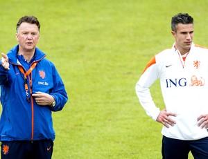 Van Gaal e V. Persie Holanda treino (Foto: AFP)