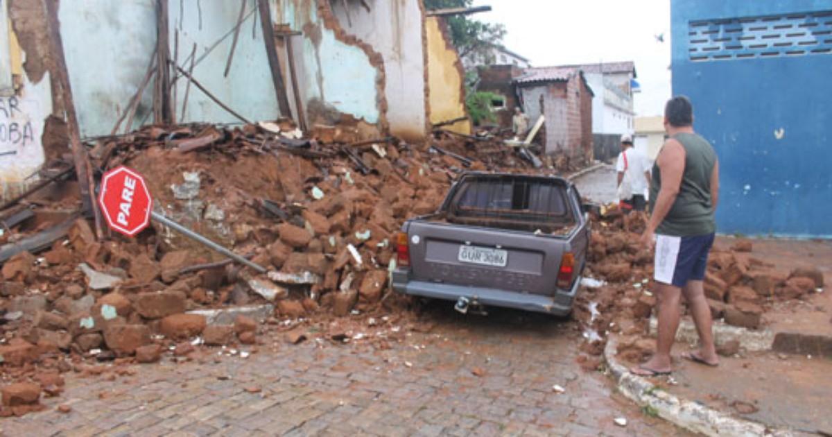 Chuva volta a atingir cidades da BA, causa deslizamentos e invade ... - Globo.com