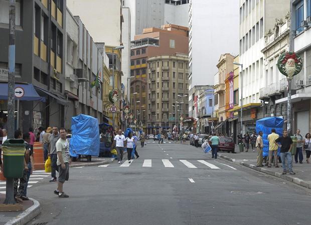 Na manhã desta segunda-feira (31), a 25 de Março se encontrava com pouco movimento. (Foto: Cris Farhat/G1)