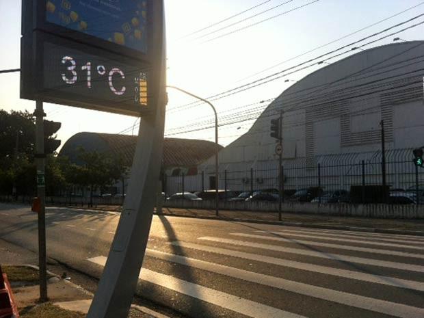 Termômetro marca 31°C na Avenida Olavo Fontoura, na Zona Norte de São Paulo. (Foto: Roney Domingos/G1)