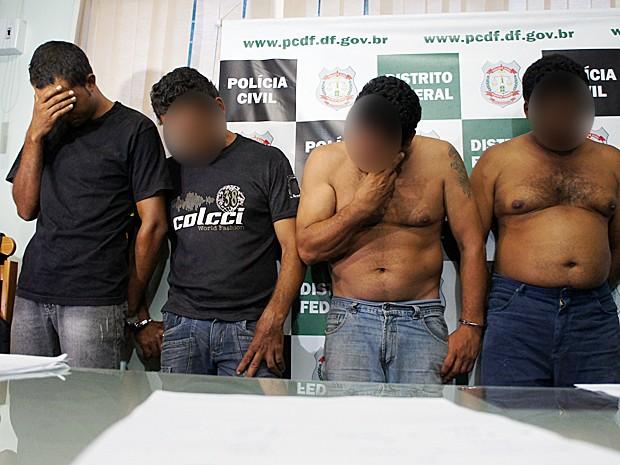 Quatro homens foram presos por atirar contra sem terra em fazenda no DF, informou a PM (Foto: Ricardo Moreira / G1)