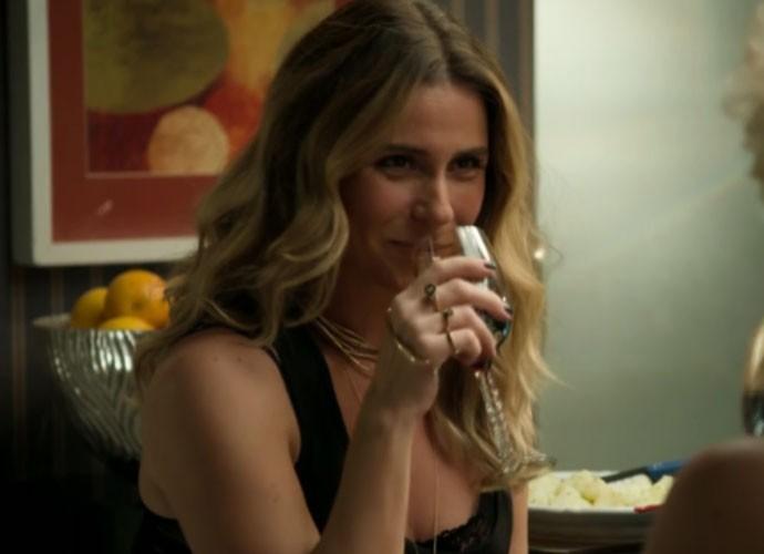 Personagem de Giovanna Antonelli abusa dos acessórios inusitados (Foto: TV Globo)