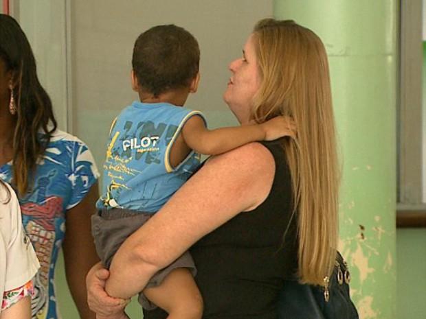 Criança suposta vítima de maus-tratos foi levada para abrigo em Ribeirão (Foto: Reprodução/EPTV)