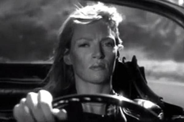 A atriz Uma Thurman na cena de Kill Bill que resultou em seu acidente de carro (Foto: Reprodução)