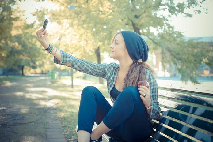 Dicas para fazer o selfie perfeito no Instagram; luz, smartphone e clique! (Foto: Pond5)