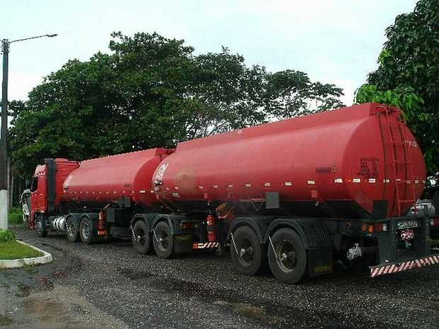 Segundo a PRF, veículo que transportava o óleo vegetal era usado também para transporte de produtos tóxicos. (Foto: Divulgação/PRF)