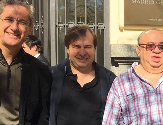 Os deputados Rogério Rosso, Rodrigo Maia e Heráclito Fortes, em Madri  (Foto: Reprodução)